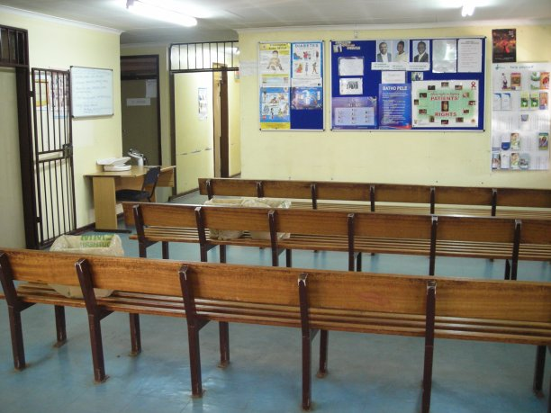 Empty waiting room at Clinic 2 in Zonkizizwe, the doctor was not in (photo credit: Alex B. HIll, 2009)